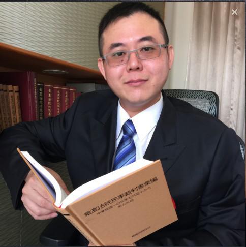陳維鎧律師